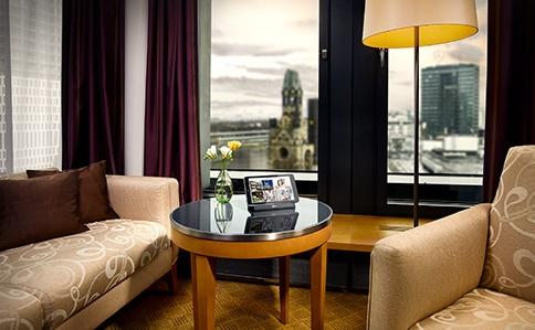 Die digitale Gästemappe von SuitePad im Geschäfts- und Tagungshotel Swissôtel Berlin