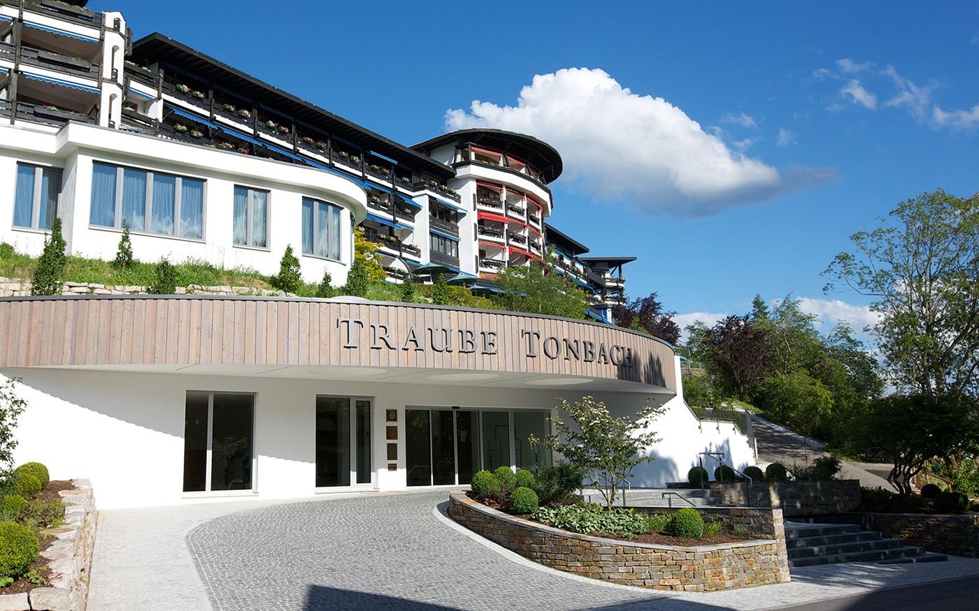 Tradition trifft Digitalisierung: Das Fünf-Sterne-Superior-Hotel Traube Tonbach stattet seine Hotelzimmer mit SuitePad aus