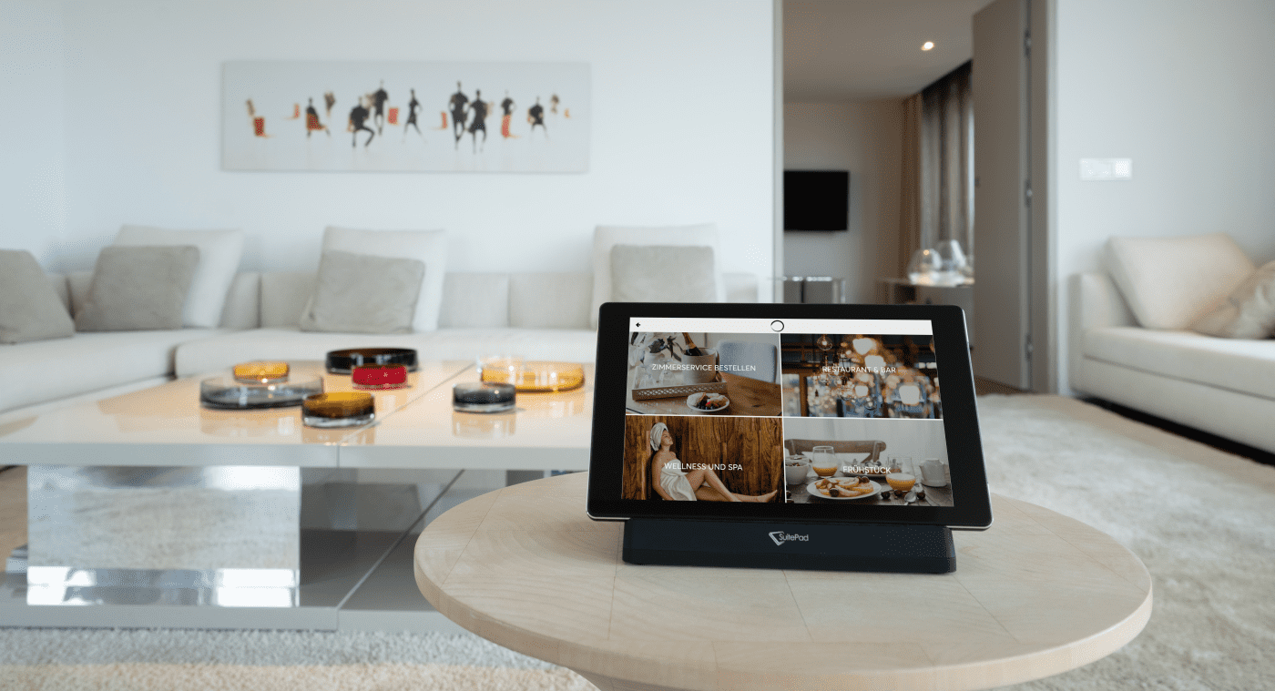 Übersetzen SuitePad opens up new channels of guest communication during your stay.